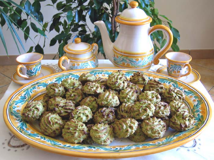 Dedicated to pistachio lovers! A soft and chewy pistachio cookie made ...